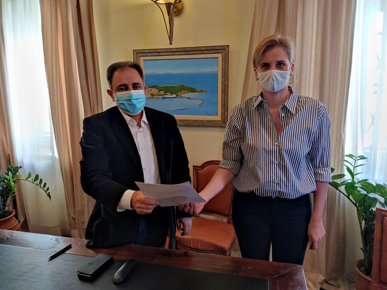 Μνημόνιο συνεργασίας υπέγραψαν τα Παιδικά Χωριά SOS και ο Δήμος Μυτιλήνης για τη λειτουργία Κέντρου Στήριξης ευάλωτων οικογενειών και παιδιών
